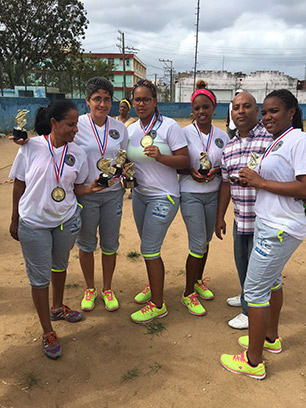 Members of the victorious Giraldillas Habaneras cricket team