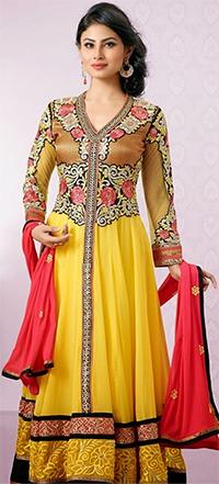 Mouni Roy to make Bollywood Debut; Slays in Madhubala-Style Attire