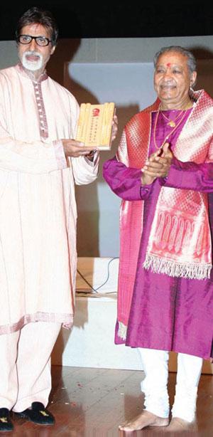 Hariprasad Chaurasia with Amitabh Bachchan