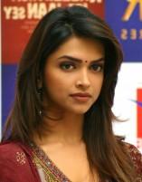 Deepika-Padukone-Straight-Hairstyle