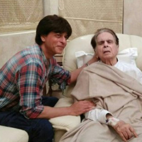 SRK pays a visit to ailing Dilip Kumar