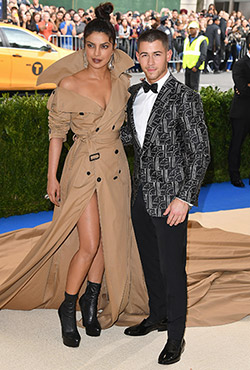 Priyanka Chopra and Nick Jonas Avoid Paparazzi