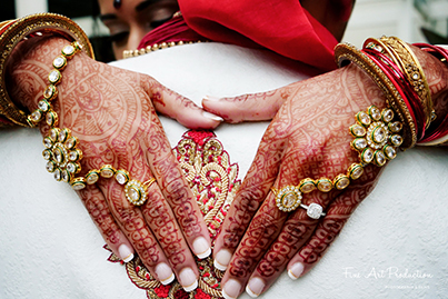 Beautiful Mehndi and jewelry of Indian Bride