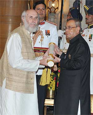 The President, Shri Pranab Mukherjee presenting the Padma Bhushan Award to Shri David Frawley, at a Civil Investiture Ceremony, at Rashtrapati Bhavan, in New Delhi on March 30, 2015.
