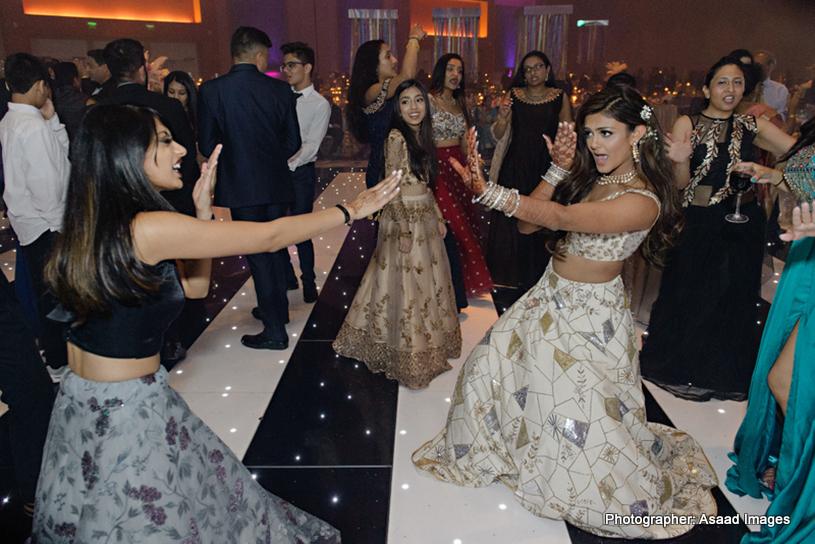 Excellent Dance Performance og Indian Bride with her Friend