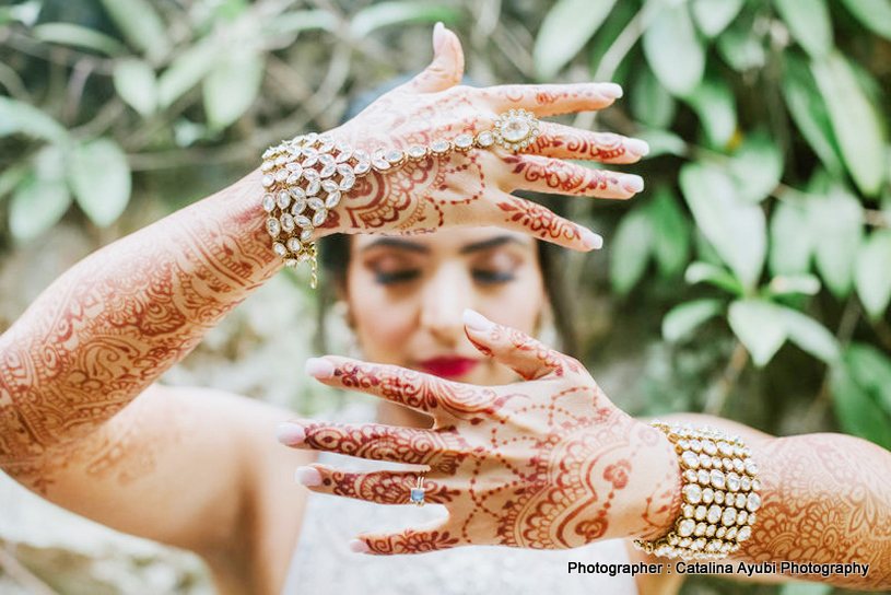 Indian Bride showing her Mehndi by Farah's Mehendi