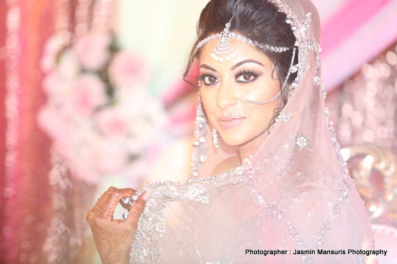 See this gorgeous bride posing