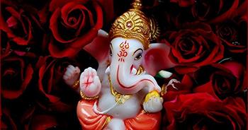 The World bows to Vighnaharta Shree Ganesh