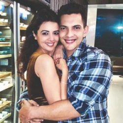 Cute Couple Aditya Narayan and Shweta Agarwal