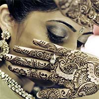 How to Choose a Bridal Mehndi Artist