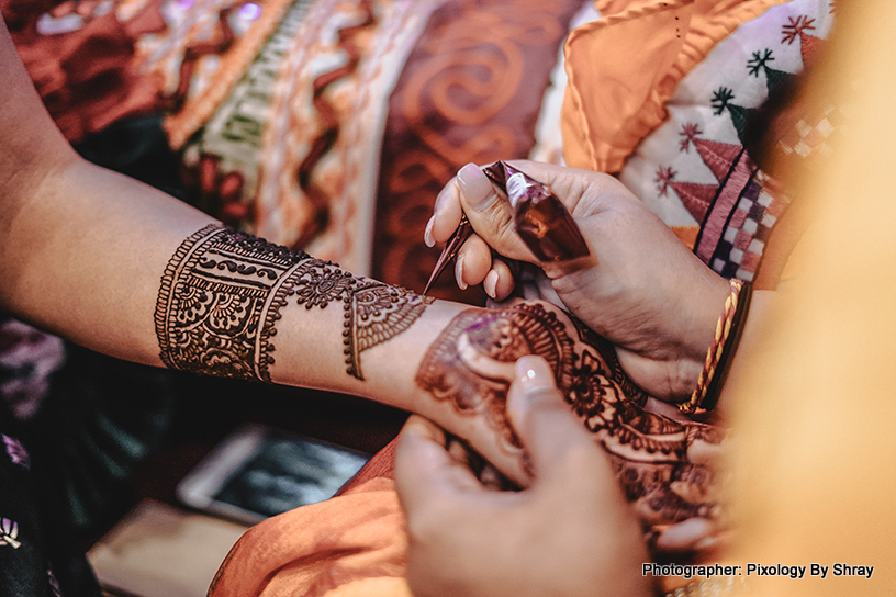 See this incredible mehndi art capture - Henna by Foram