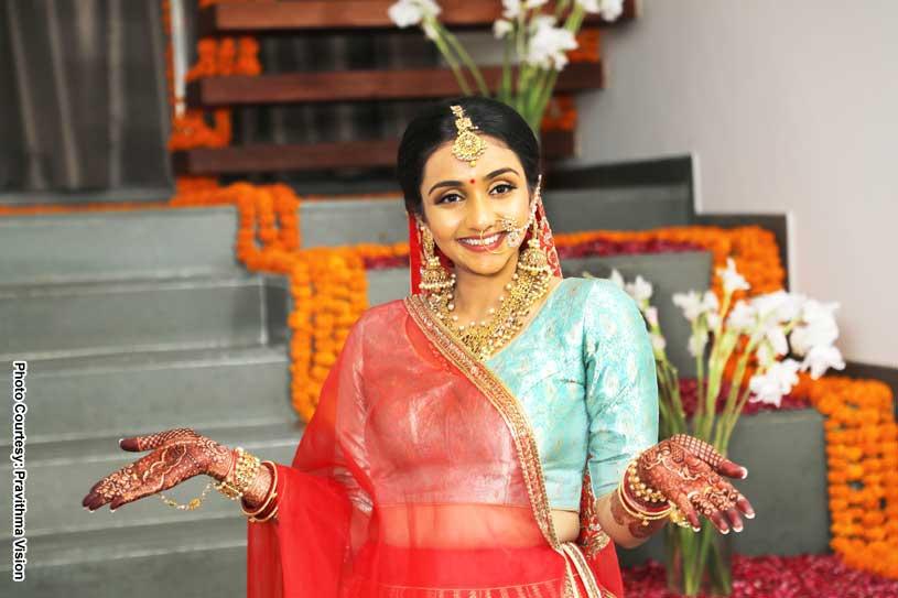 Gorgeous Bride showing her Henna