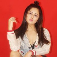 Rashami Desai Picks Up Learning Photography As Her New Hobby E1592567757178