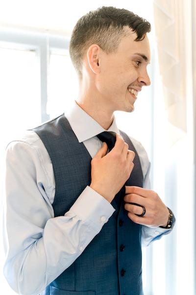 Groom knotting tie
