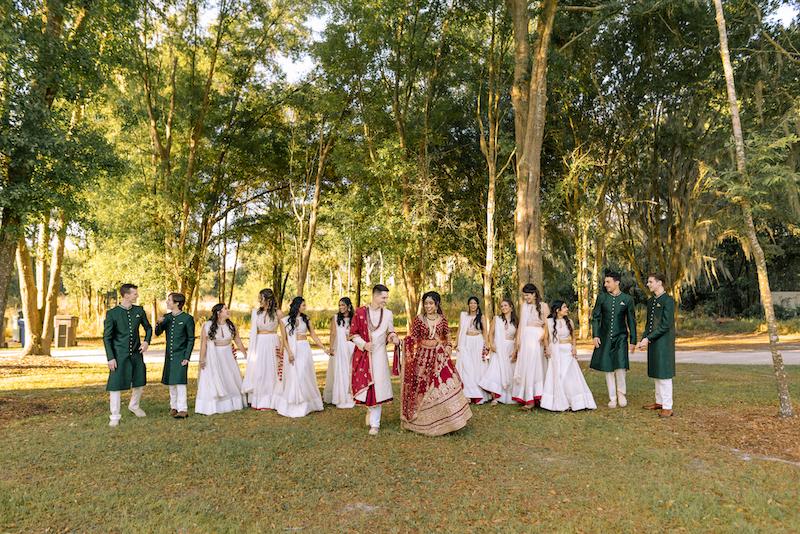 Sweet Wedding Couple with bridesmaid and groomsmen