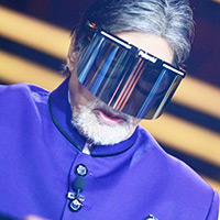 Big B shares photos from KBC 12 set wearing face shield