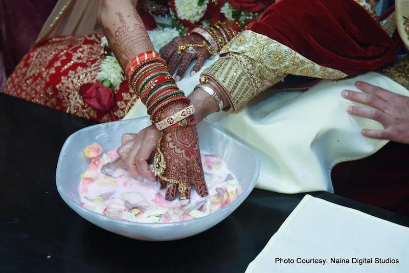 Newly weds couple paying Koda Kodi game
